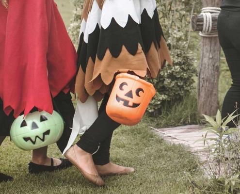 Halloween. Kids. Healthy snacks. Holidays. Samsara Healthy Holidays.