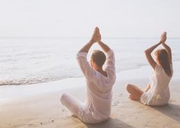 Meditación en la Playa. Mallorca. Vacaciones Salusdables.