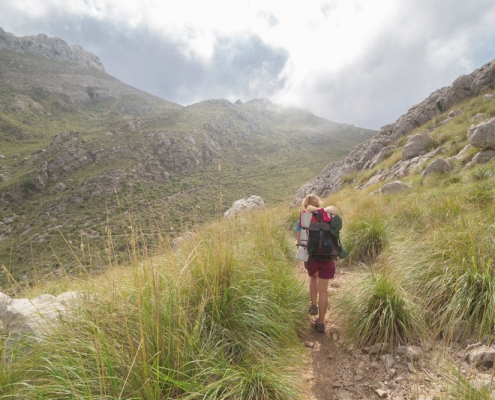 hiking in mallorca - samsara healthy holidays