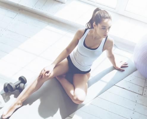 girl doing sport - samsara healthy holidays